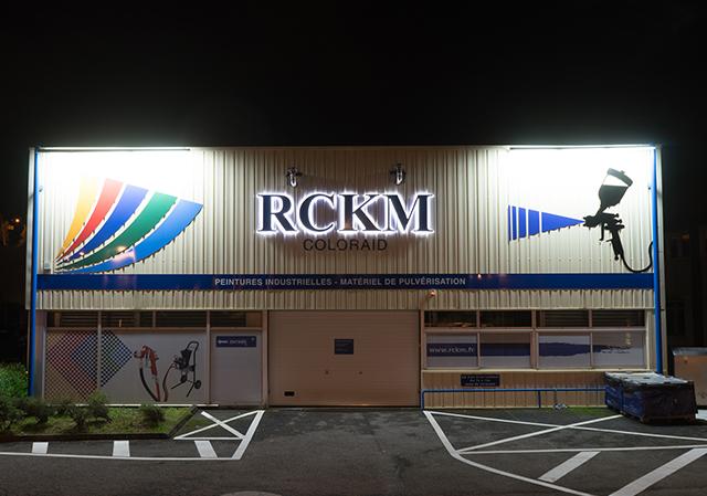 batiment RCKM de nuit